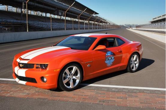 GM presenta la Pace Car per la prossima 500 di Indianapolis: la Chevrolet Camaro SS
