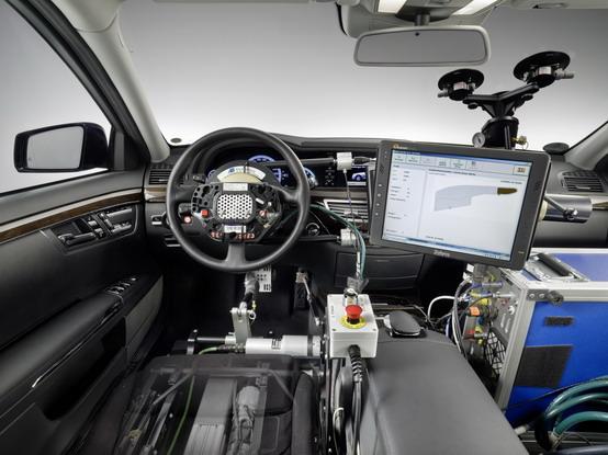 Pilota automatico Mercedes, la nuova frontiera dei test per la sicurezza