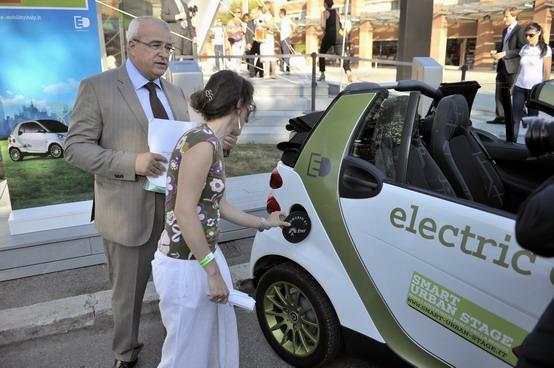 Smart ForTwo Electric Drive: firmano i primi clienti romani