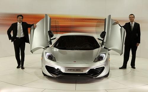 La nuova McLaren MP4-12C è stata presentata a Milano