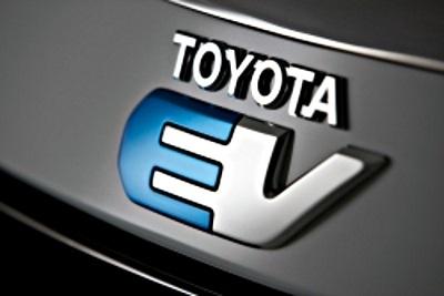 Toyota Rav4 EV, teaser ufficiali della versione elettrica