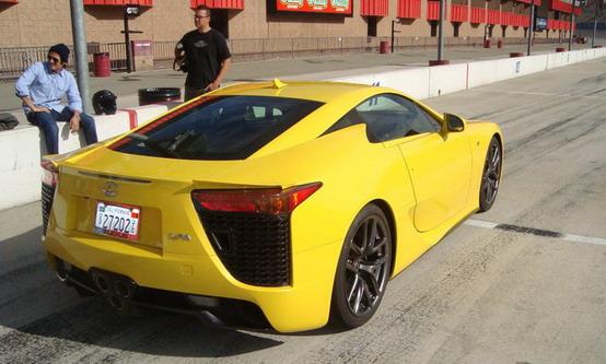 Lexus LFA durante un test in California