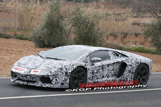 Lamborghini Aventador, foto spia della supercar di Sant'Agata
