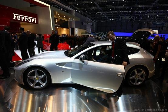 Ferrari FF, esemplare danneggiato durante un test drive