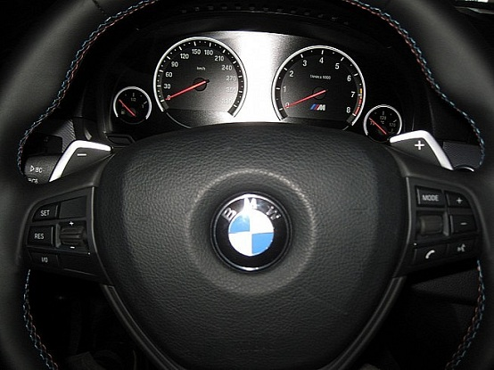 BMW M5, primi scatti ufficiali dell'abitacolo della berlina sportiva