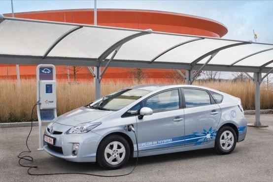 Toyota Prius, la tecnologia ibrida sarà di serie dal 2014