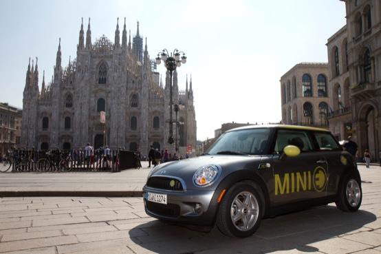 BMW e MINI E a Milano per l'esposizione Una Scossa alla Città