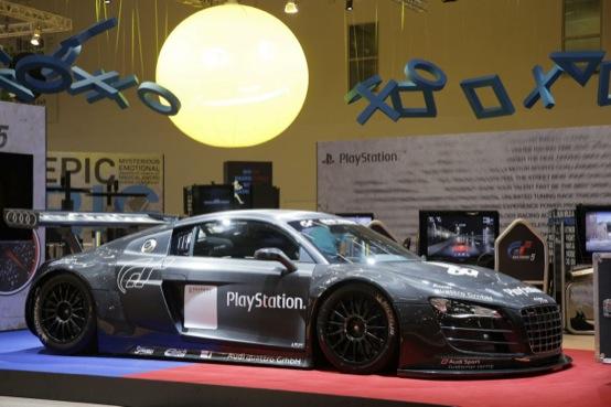 GT5 si può giocare anche su una vera Audi R8 LMS