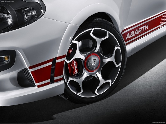 abarth punto evo in arrivo una versione da 200 cavalli. Black Bedroom Furniture Sets. Home Design Ideas