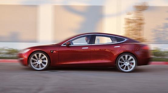 Tesla, il SUV Model X debutterà a dicembre