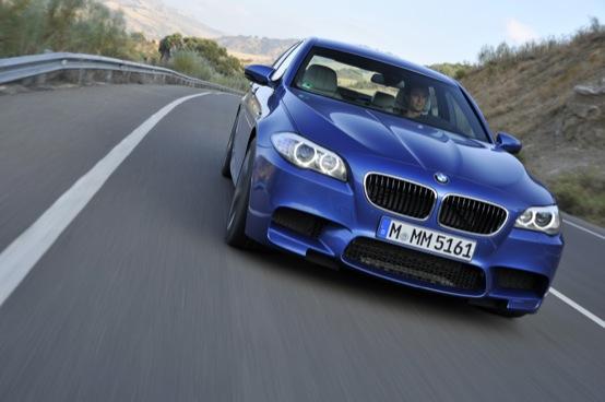 BMW M5, la vera supersportiva da 560 Cv in video