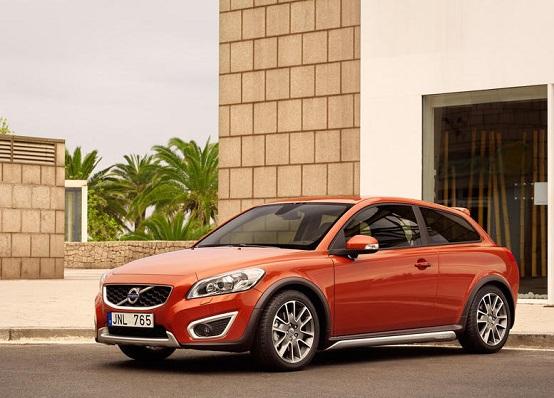 Volvo, la media C30 potrebbe diventare XC40