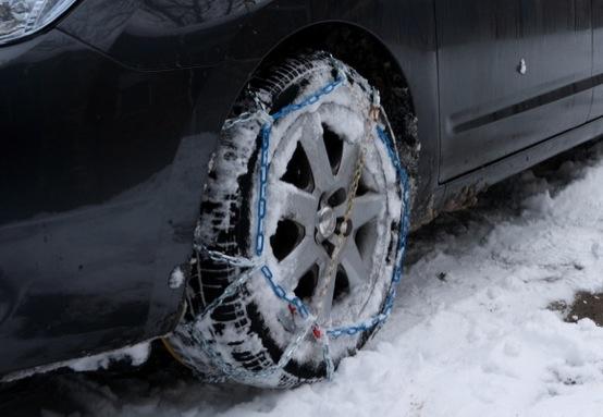Catene e pneumatici da neve, obbligatori almeno fino al 15 aprile