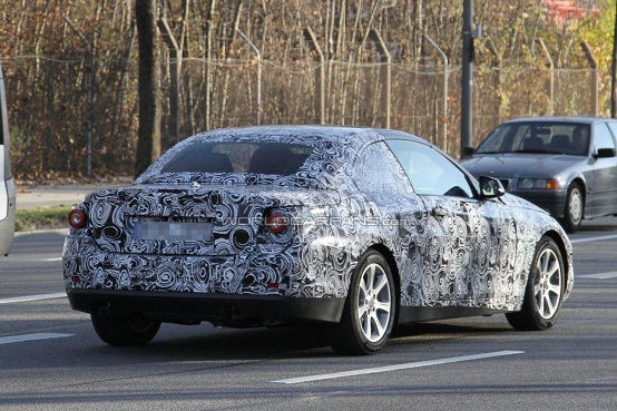 BMW Serie 4 Cabrio, prime foto spia della coupé-cabriolet di segmento D