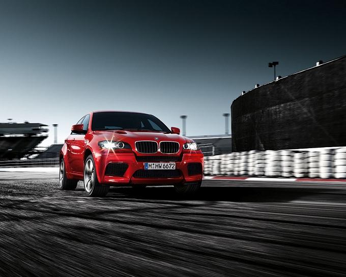 BMW, secondo video della nuova X6 M50d
