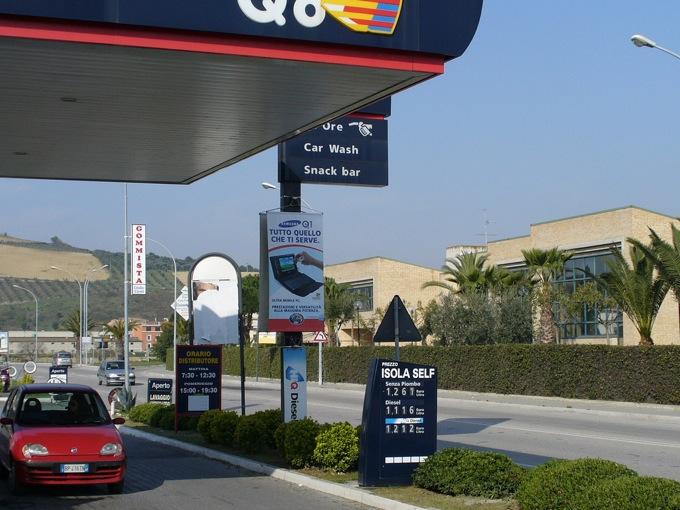 Caro benzina, il prezzo del gasolio ormai simile a quello della verde