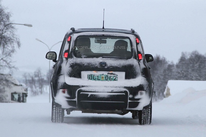 Fiat panda 4 4 foto spia dell utilitaria a trazione integrale for Immagini panda 4x4