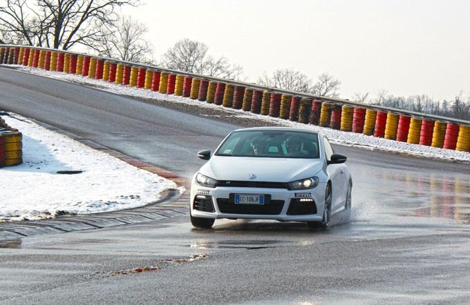 Volkswagen Scirocco R: test drive sulla pista ufficiale Pirelli