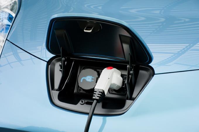 Auto elettriche, la ricarica veloce si fa al supermercato