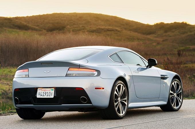 Aston Martin V12 Vantage Roadster, in vendita dal prossimo anno?