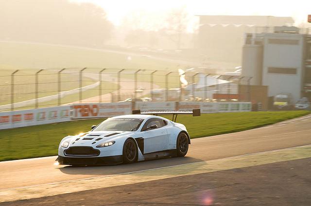 Aston Martin V12 Vantage GT3, anche lei sarà presente alla 24 Ore del Nürburgring