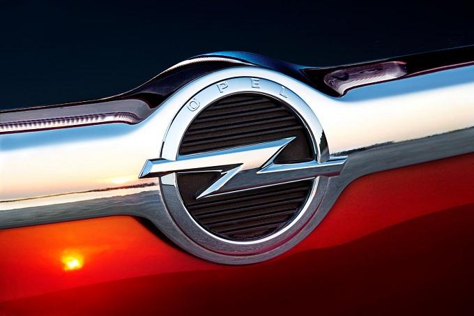 Opel Junior-Allegra, il nome svelato attraverso un prototipo viaggiante
