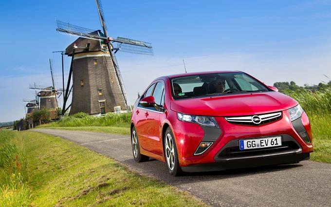 Opel Ampera, l'auto elettrica più venduta in Europa