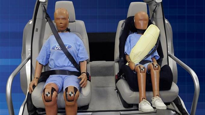Ford Mondeo 2013, per lei airbag integrati nelle cinture di sicurezza posteriori
