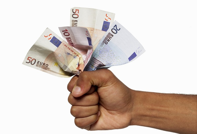 Tasse auto, nel 2011 sono costate 9 miliardi agli italiani