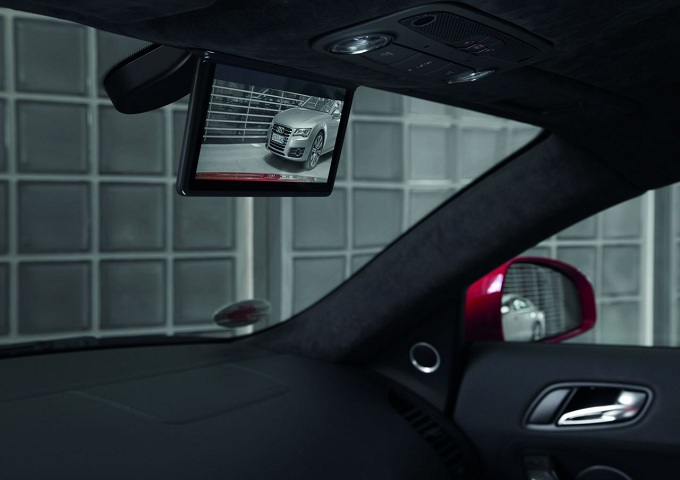 Audi R8 e-tron, debutta il Digital Rear View Mirror