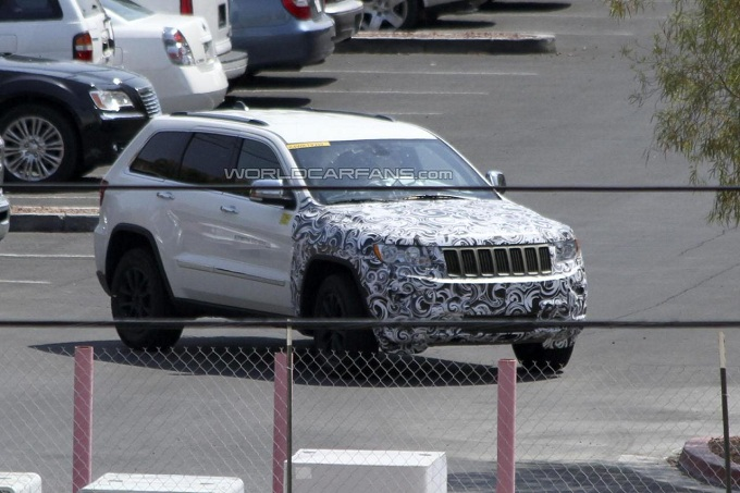 Jeep Grand Cherokee restyling foto spia agosto 2012