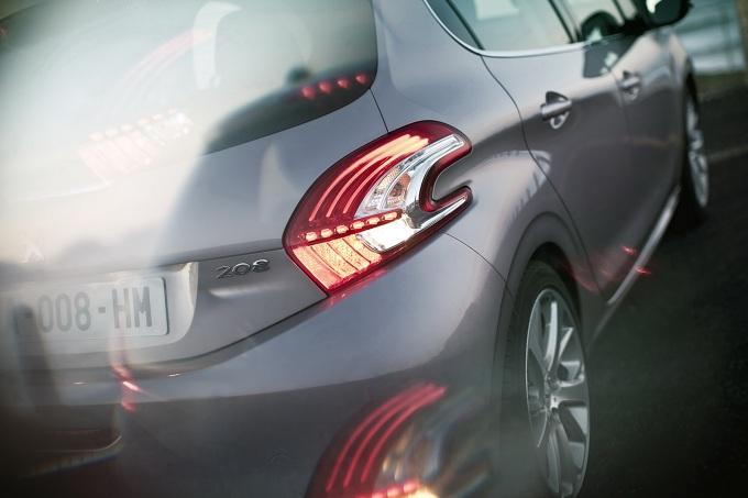Peugeot 2008, prime informazioni sul SUV compatto del Leone