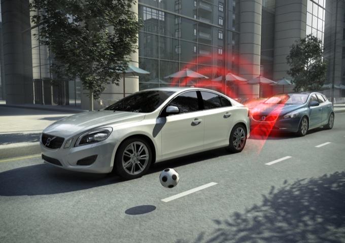 Volvo: incidenti e lesioni diminuite del 50% dal 2000
