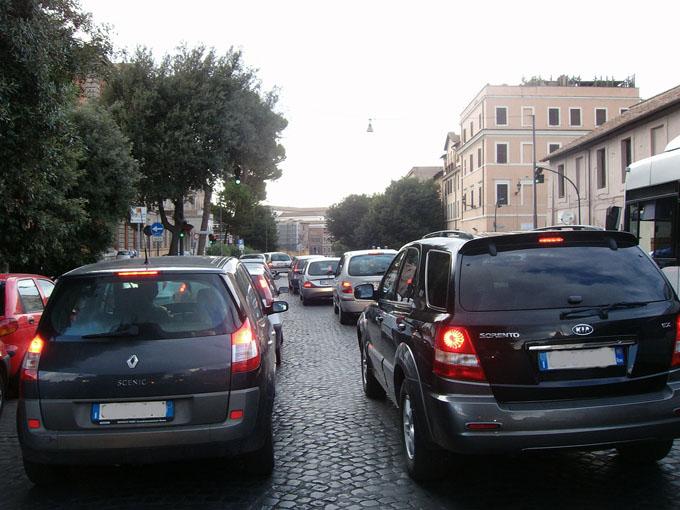 Sicurezza: diminuiscono le vittime della strada in Italia