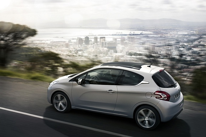 Peugeot regina di ottobre trainata dalla 208