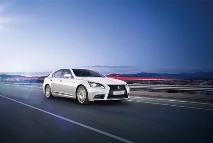 Lexus LS Hybrid, innovazione e lusso