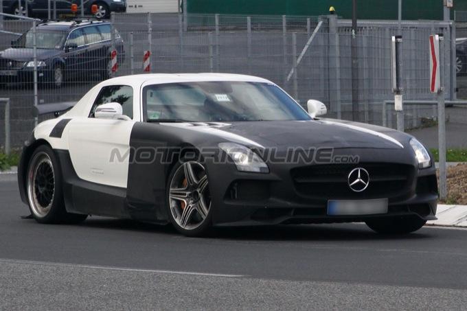 Mercedes SLS AMG Black Series beccata rombante sul Nürburgring