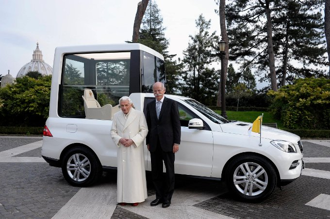 Nuova Papamobile Mercedes
