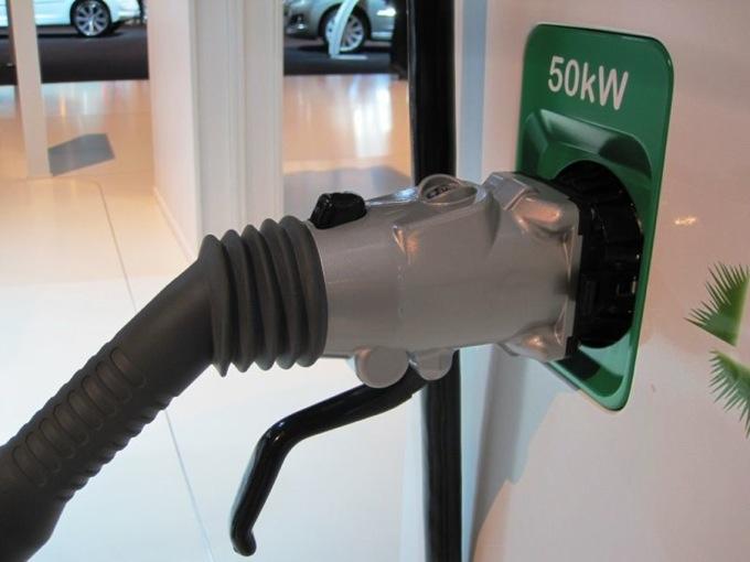 Auto elettriche: nel 2012 le colonnine di ricarica sono raddoppiate