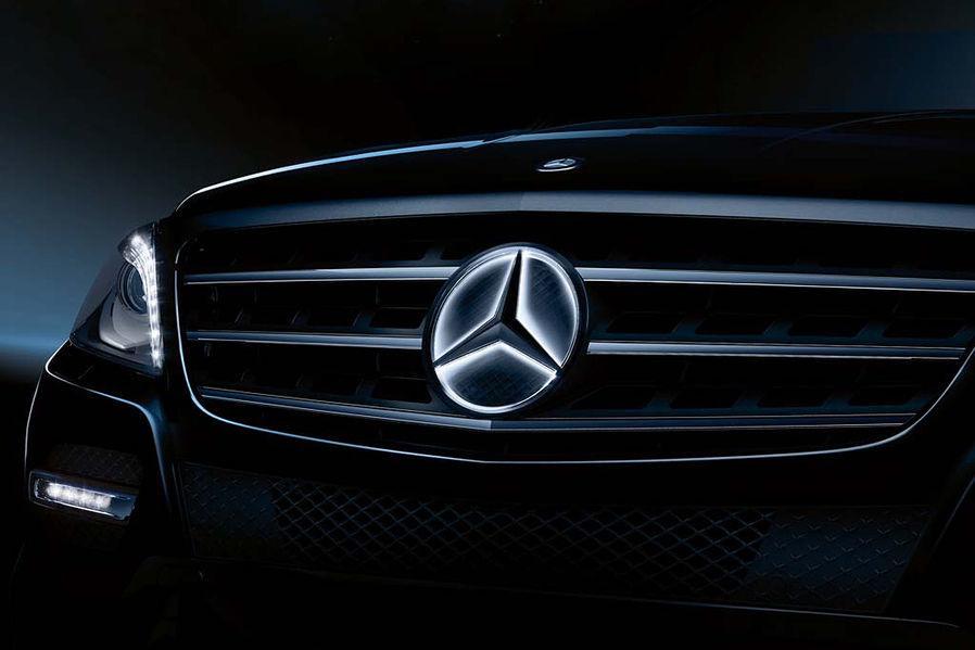 Mercedes, nuovo logo illuminato sulla griglia come optional