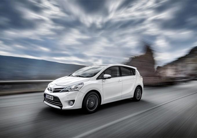 Toyota Verso si rinnova e fa il pieno di stile e funzionalità