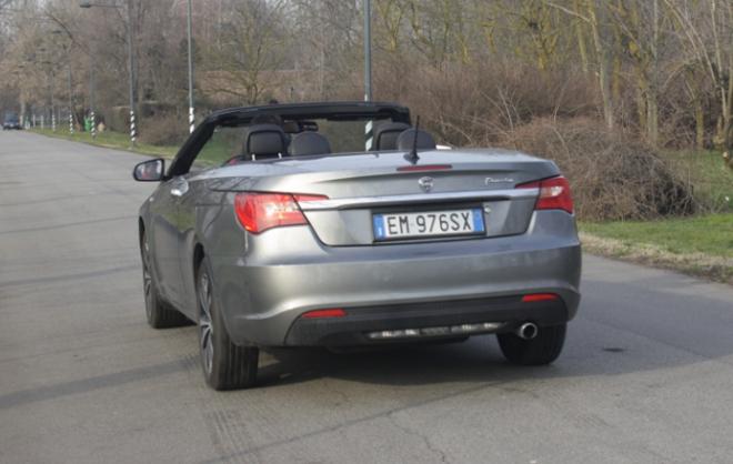 http://www.motorionline.com/wp-content/uploads/2013/03/Lancia_Flavia_posteriore_2013.jpg