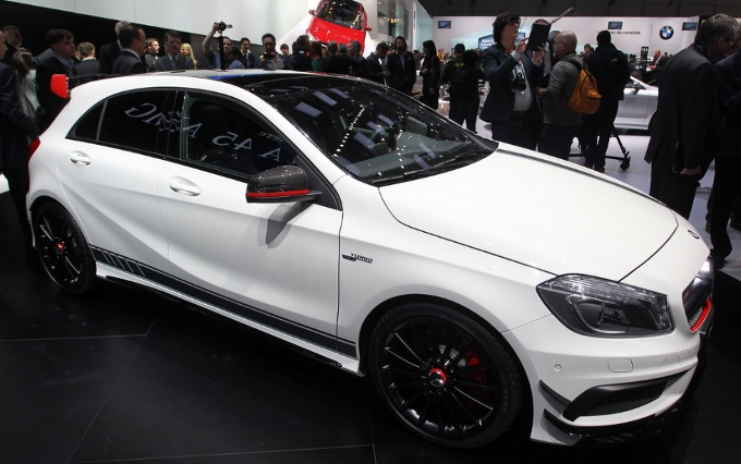 mercedes classe a 45 amg news mercedes classe a 45 amg foto e video mercedes classe a 45 amg. Black Bedroom Furniture Sets. Home Design Ideas