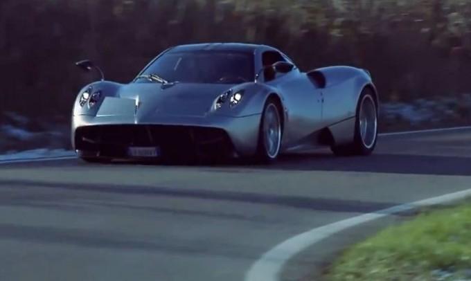 Pagani Huayra, test drive di Adrian Sutil tra le campagne di Modena
