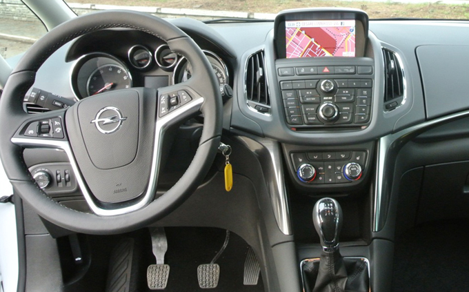 opel zafira tourer recensione infotainment completa. Black Bedroom Furniture Sets. Home Design Ideas