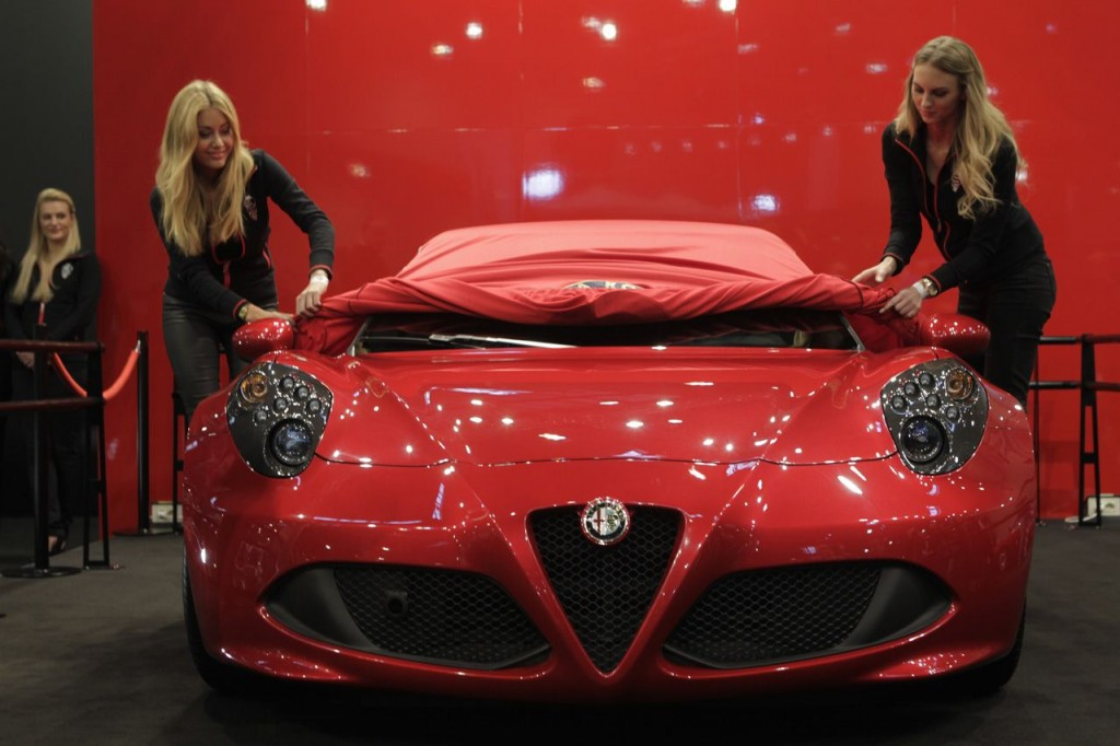 alfa romeo 4c anteprima tedesca alla techno classica di essen. Black Bedroom Furniture Sets. Home Design Ideas