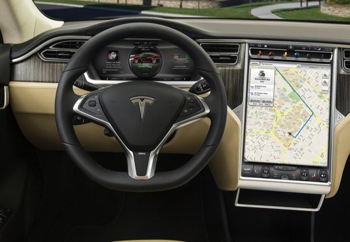 Tesla Model S, anteprima ravvicinata del quadro comandi con display da 17 pollici