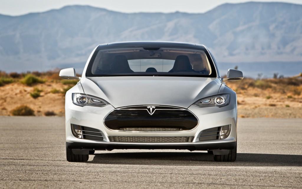 Tesla Model S domina ampiamente il suo segmento