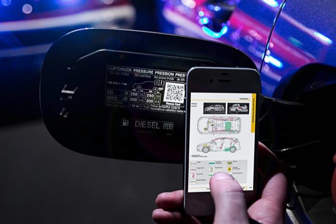 Mercedes, QR code sulle auto per aiutare i soccorritori in caso di incidente