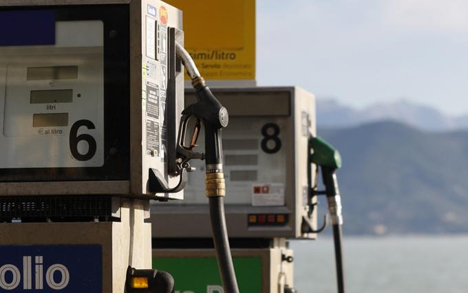 Caro benzina: fine settimana con lo sconto